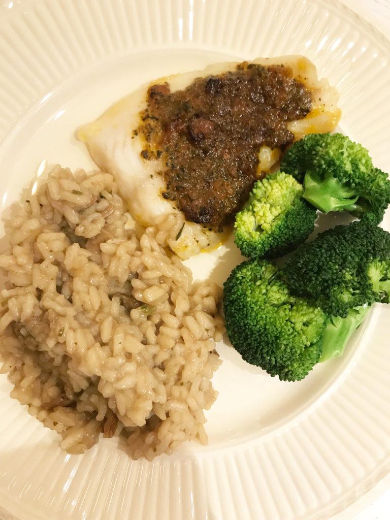 Fisk med rød pesto, brokkoli og risotto kr 12,50 pr person (Holbart.no og Kiwi)
